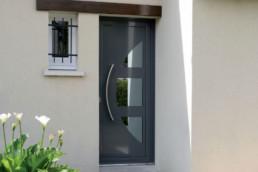 installation porte d'entrée noire sur-mesure